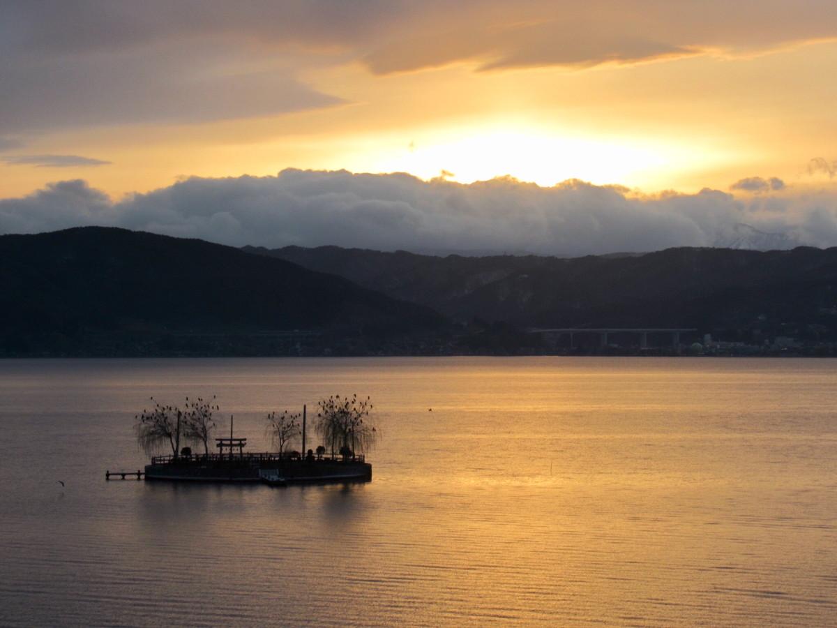 双泉の宿 朱白」部屋から見える諏訪湖がきれいすぎ!(諏訪市) – 諏訪旅