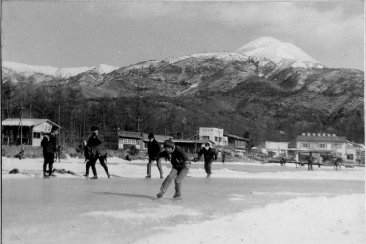 <small>セピア色の記憶</small><br>「諏訪」冬の楽しみだった下駄スケート