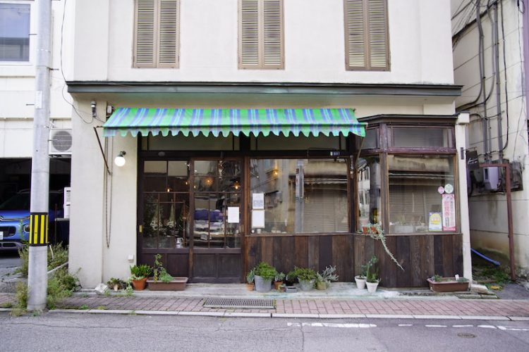 カフェと暮らしの雑貨店 fumi