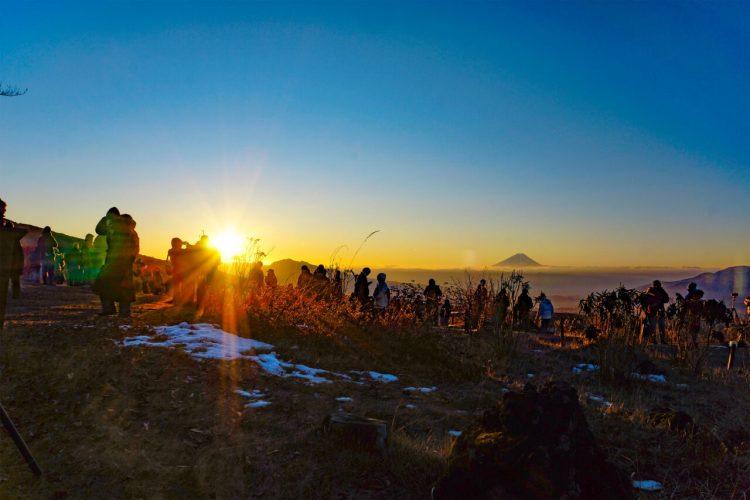 富士見高原スキー場「初日の出リフト」2021年も運行。10年連続晴天の絶景リフト!
