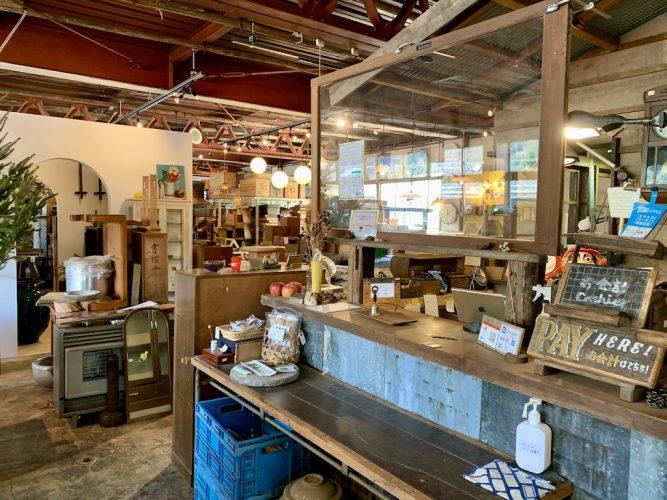 『ReBuilding Center JAPAN(リビルディングセンタージャパン)』新しい文化をつくる、カフェのある古材ショップ。(諏訪市)