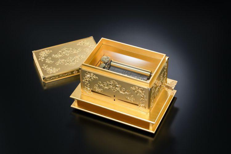 金箔製オルゴール「黄金のCHABACO」日本電産サンキョーオルゴール記念館すわのねで特別展示中。(下諏訪町)