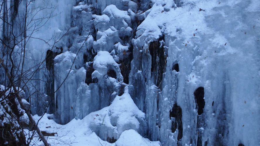 <small>諏訪の民話・伝説を巡る旅6</small><br>奥蓼科・養川堰を見に行くつもりが、氷瀑や違うものもおもしろかった冬