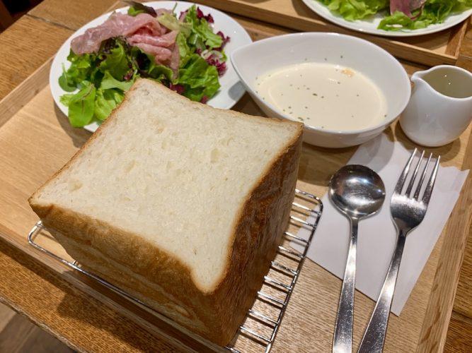 【1日10食・15分間限定】焼き立てのふわもち食パンをその場で。八ヶ岳オクテットに新メニュー登場!(茅野市)